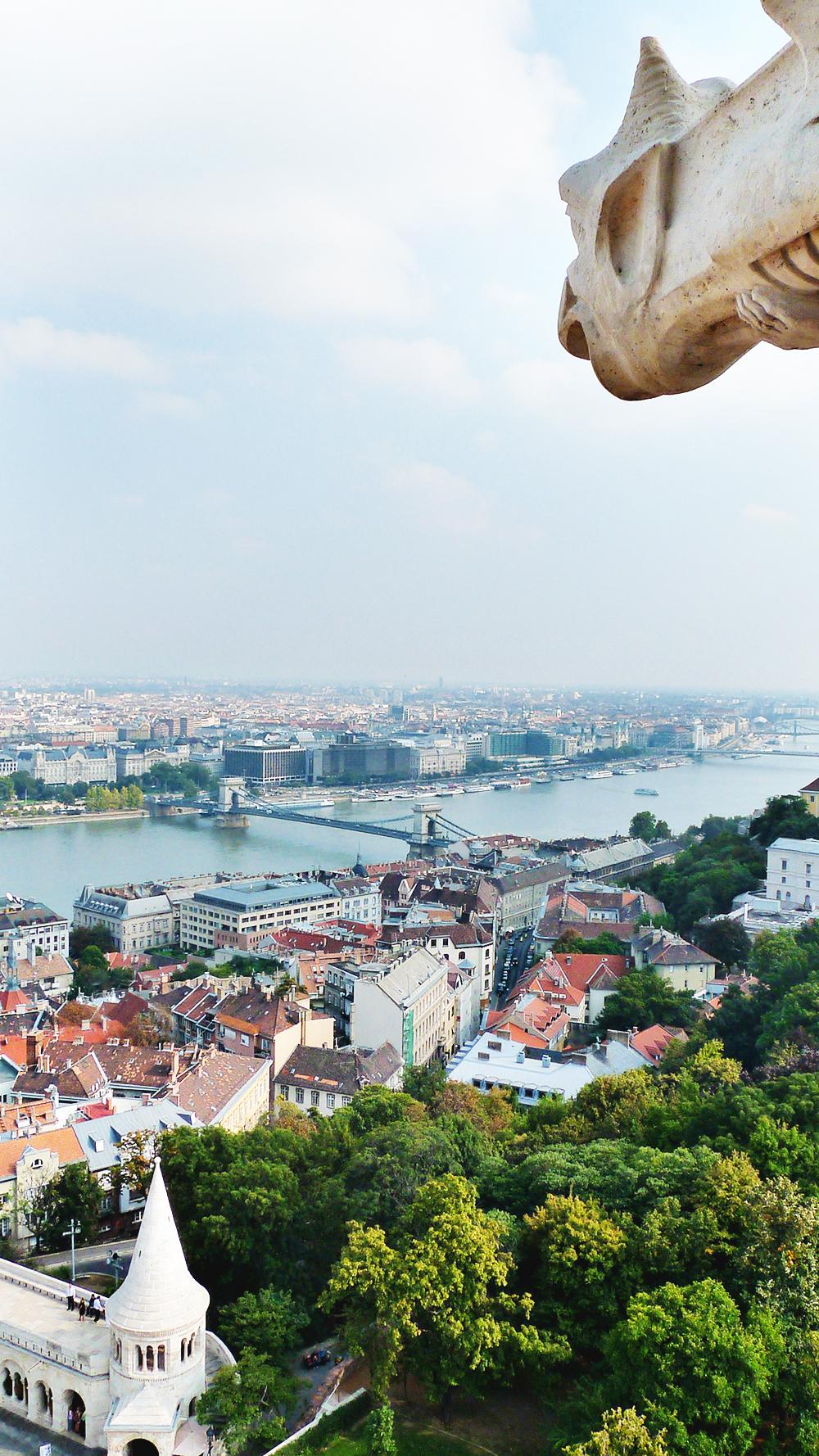 Wander around Castle District, Matthias Church - Budapest bucket list - Top things to do in Budapest   Aliz's Wonderland #travel #Budapest #bucketlist #Budapestbucketlist #printable