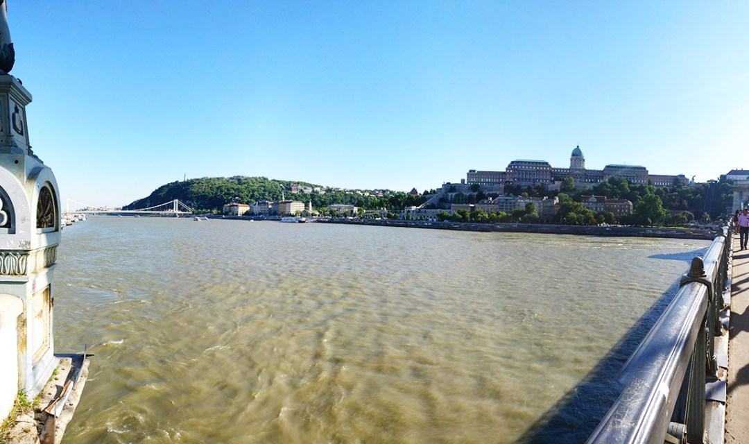 Walk along the Danube riverbank - Budapest bucket list - Top things to do in Budapest | Aliz's Wonderland #travel #Budapest #bucketlist #Budapestbucketlist #printable