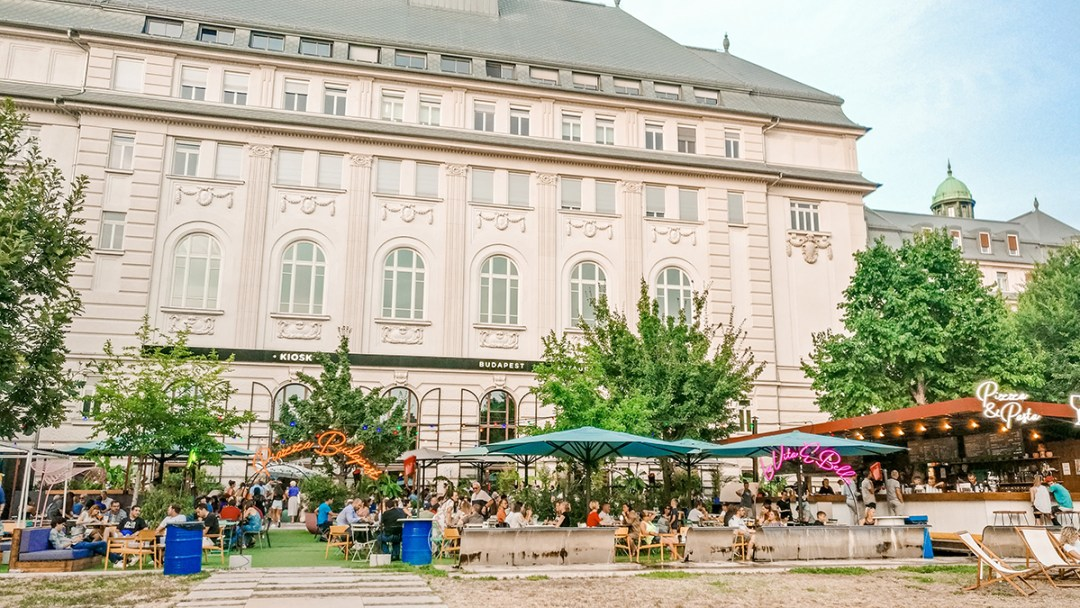 Piazza Budapest (formerly called Terasz) - Budapest's best outdoor bars along the Danube, a local's picks | Aliz's Wonderland