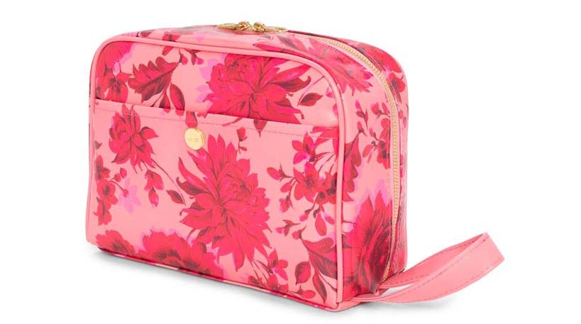 Floral toiletry bag by ban.do - Useful gift ideas for travel lovers | Aliz's Wonderland