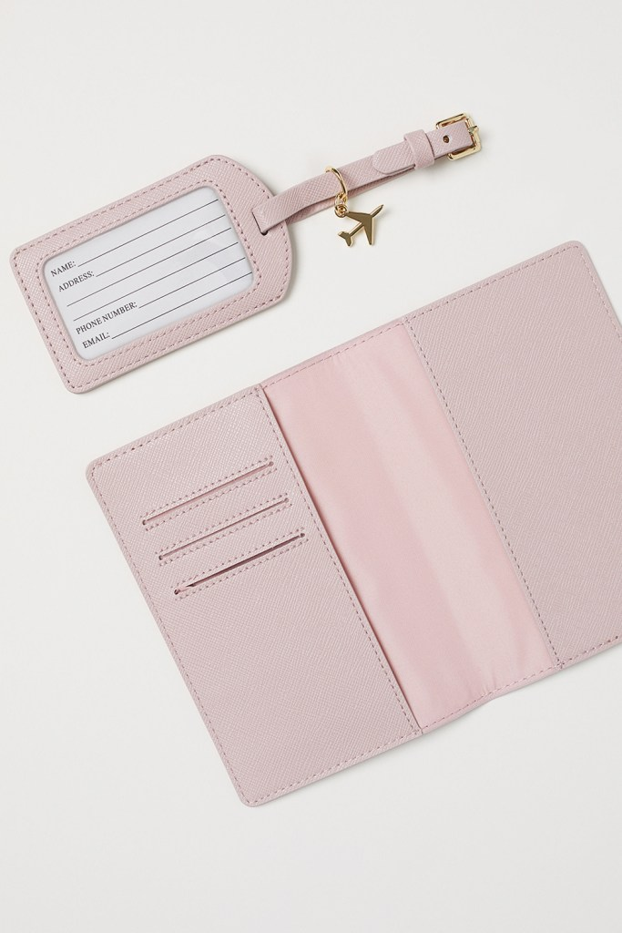 H&M Home rose passport cover sets - Useful gift ideas for travel lovers | Aliz's Wonderland