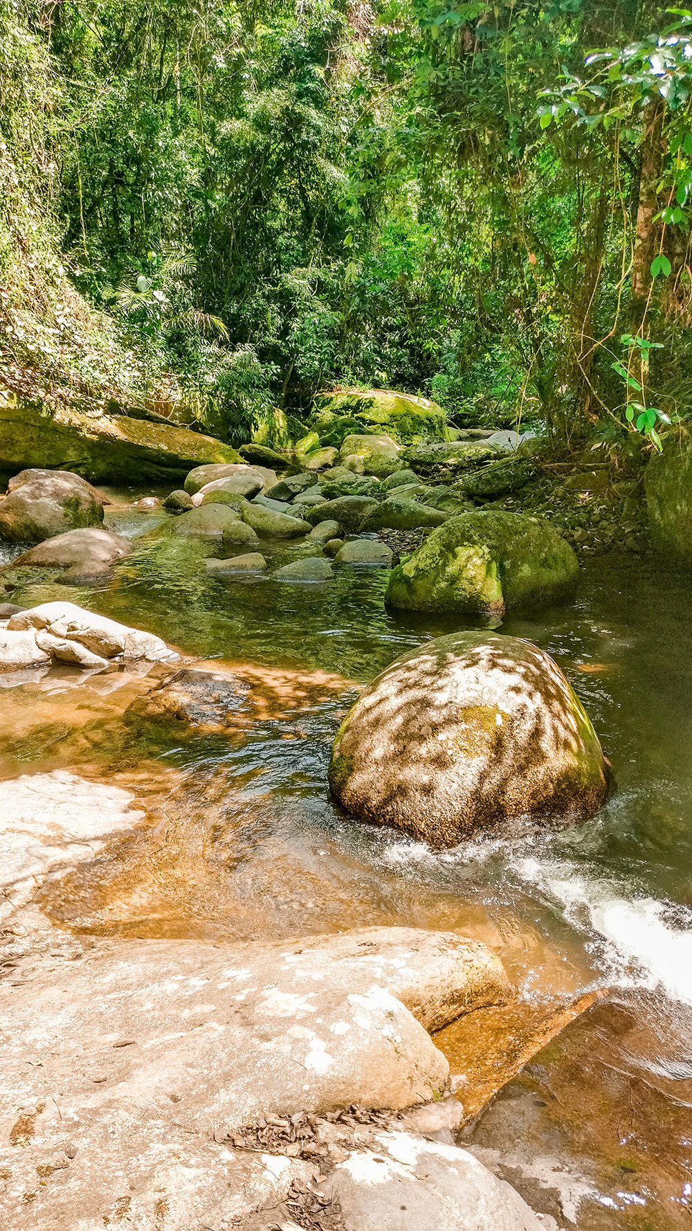 Natural pool of Cachoeira da Toca - How to spend 3 days in Ilhabela, Brazil? | Aliz's Wonderland
