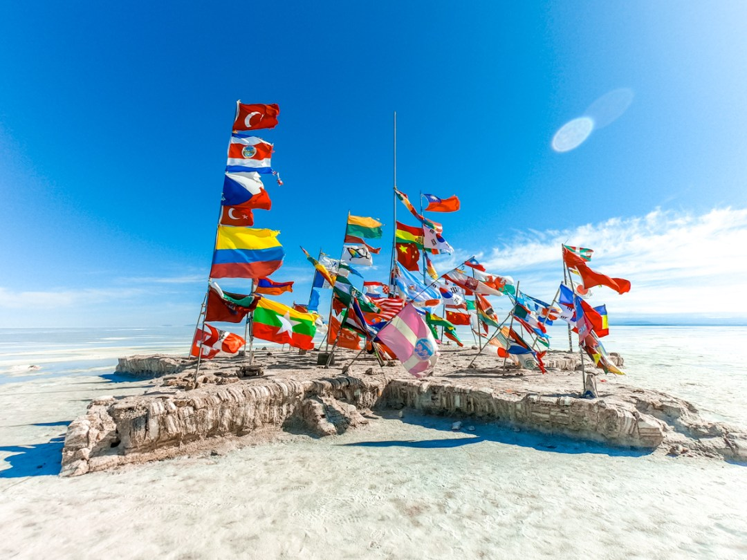 Flags of the world - How to pick the best Uyuni Salt Flats tour to Bolivia? | Aliz's Wonderland