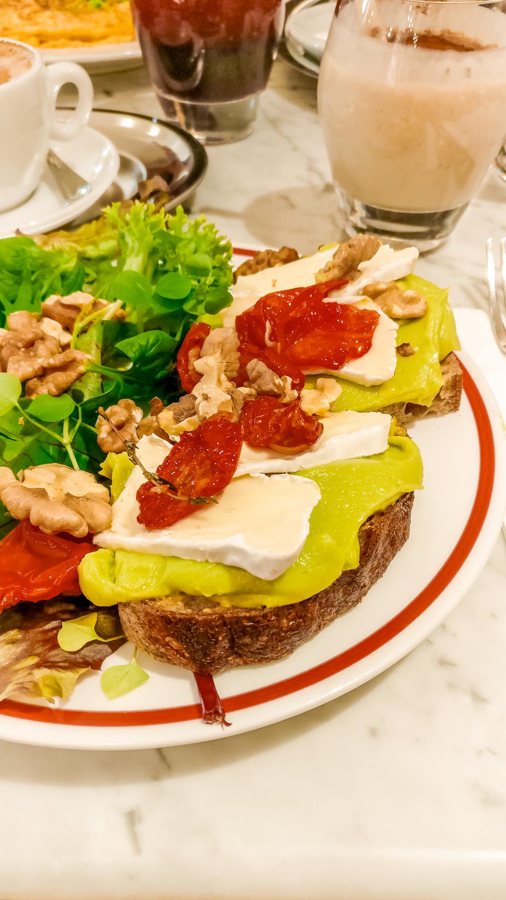 Avocado toast at Börze Café and Restaurant - Budapest's best breakfast & brunch places close to the Parliament | Aliz's Wonderland