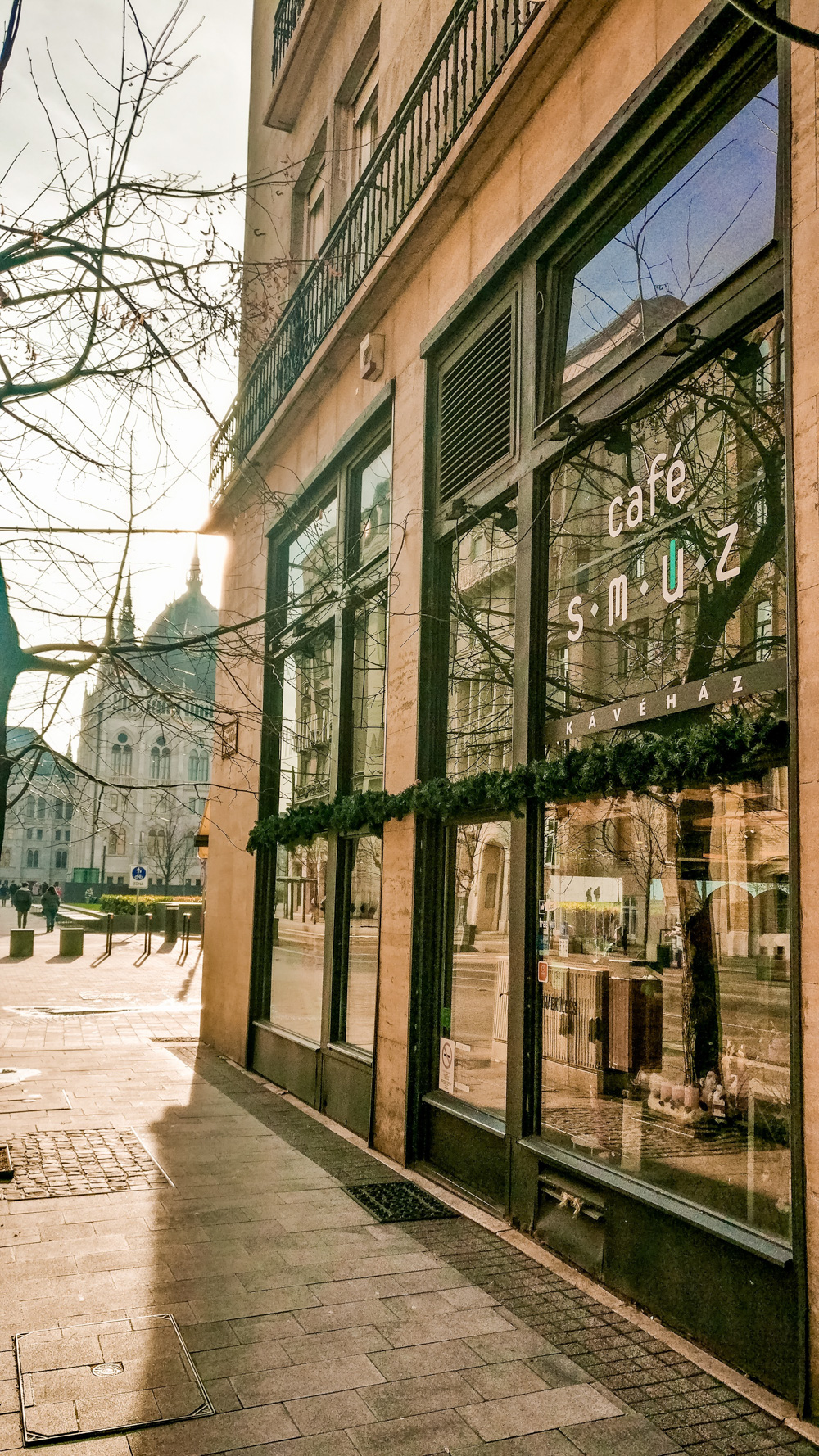 Café Smúz - virág neked - Budapest's best breakfast & brunch places close to the Parliament | Aliz's Wonderland