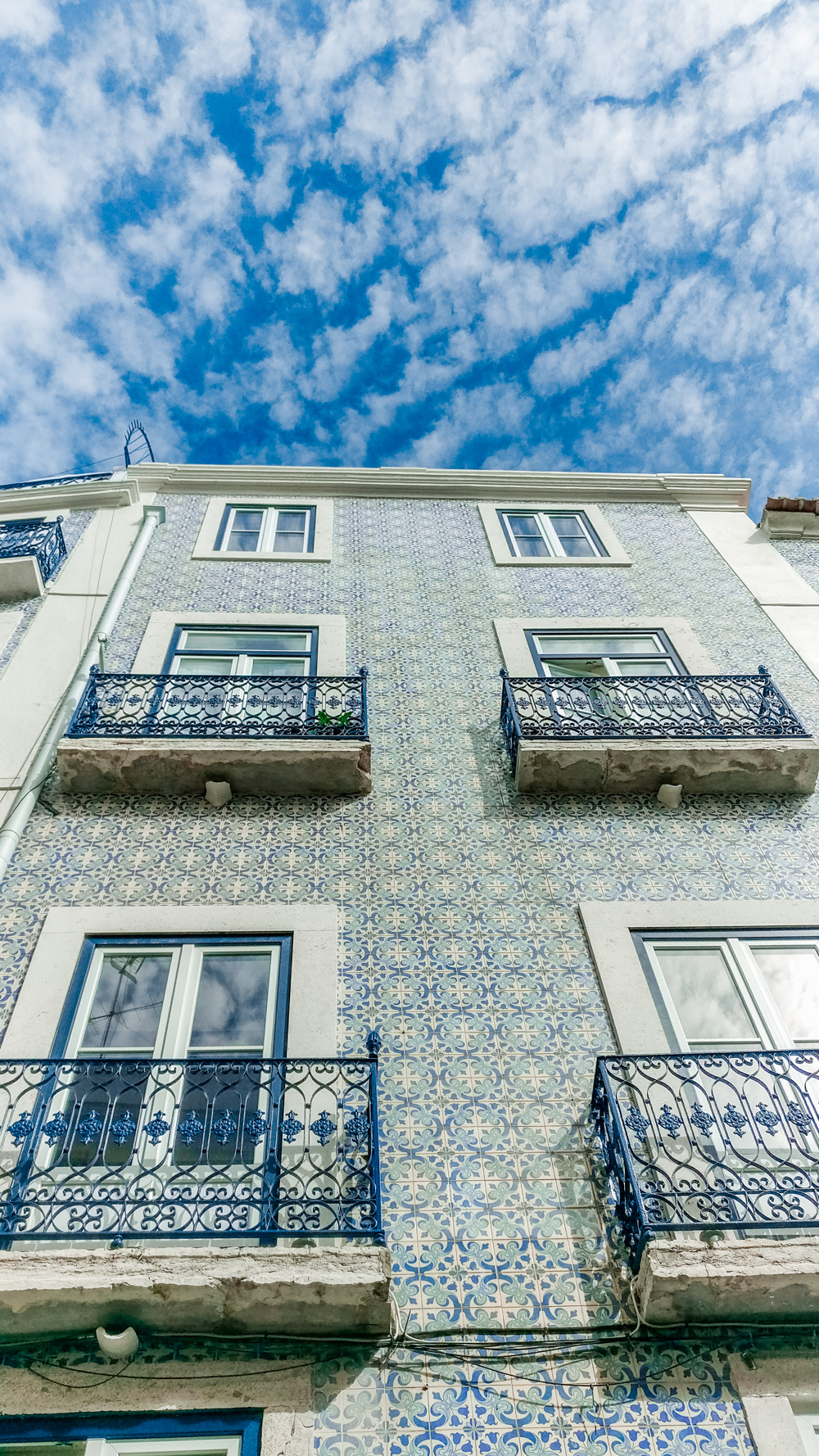 Azulejos in Alfama district - 5 things you need to experience in Lisbon, Portugal | Aliz's Wonderland