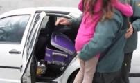 اسبانيا توقف مغربيا حاول تهريب ابنته في حقيبة سفر +فيديو