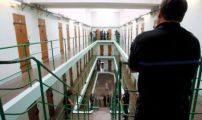 فرنسا تتجه إلى توظيف أئمة في السجون
