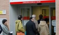 إسبانيا تمدد برنامج مساعدات العاطلين عن العمل ستة أشهر أخرى