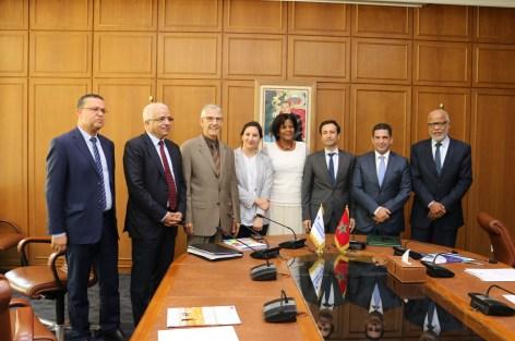 """بنشعبون يوقع اتفاقية القرض المتعلق بمشروع """"دعم الإدماج الاقتصادي للشباب بالمغرب"""""""