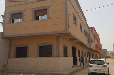 منازل رائعة للبيع بالناظور  مساحتها 120 متر مربع تتواجد بحي عريض .للمزيد.من المعلومات المرجو الاتصال بالرقم التالي :0766612718