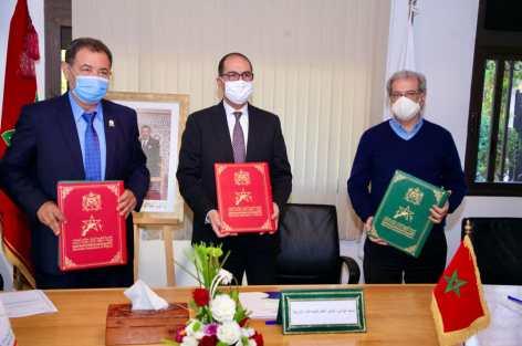 """إتفاقية شراكة بين الجمعية المغربية لرؤساء مجالس الجماعات من أجل """"ميزة الجماعة المواطنة"""""""