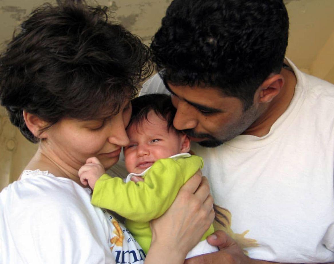 سما حداقي مع والديها