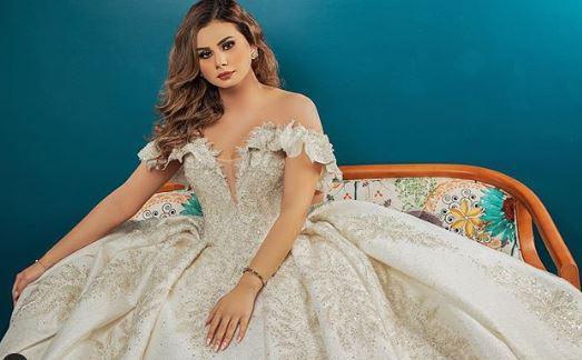 منة عرفة بفستان الزفاف