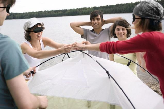 Erfolgreiche Teamführung beim blinden Zeltbau