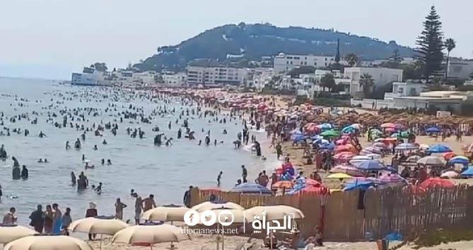 رغم الإجراءات الوقائية : ازدحام في شاطئ المرسى