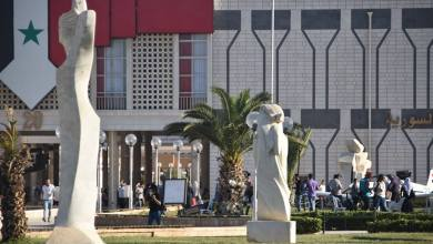 "Photo of ""حراس"" معرض دمشق الدولي يقفون منذ خمسة عشر عاماً .. وما يزالون"