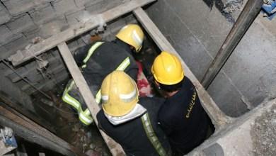 Photo of فوج إطفاء اللاذقية ينقذ امرأة مسنّة سقطت داخل المصعد الكهربائي