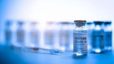 "Photo of خبراء: متغيرات فيروس ""كورونا"" ستجعل اللقاحات غير فعّالة في غضون عام واحد"