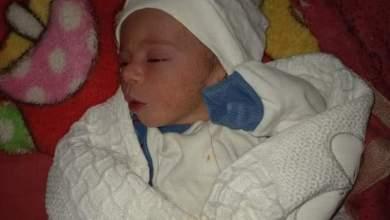 Photo of العثور على طفلة حديثة الولادة مرمية على الطريق بريف دير الزور