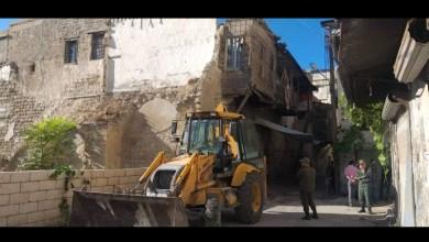 Photo of إخلاء منزل قديم مهدد بالسقوط من سكانه في اللاذقية