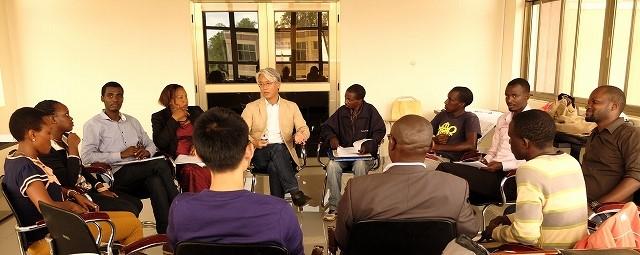 【東京外大】ルワンダの小さな大学「PIASS」で教える日本人