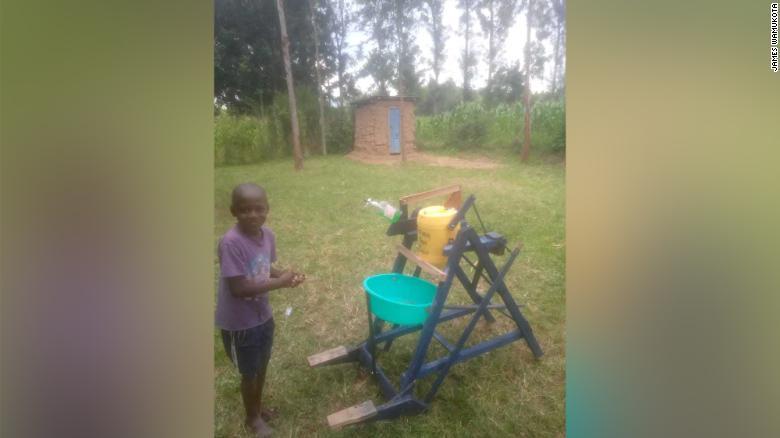 9歳のケニアが木製手洗い機の建設で大統領賞を受賞