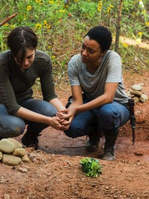 Maggie deals with Glenn's death.