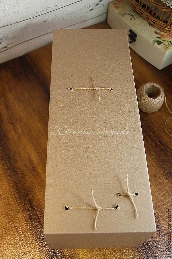 Фиксация куклы в коробке шпагатом
