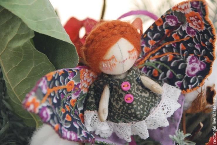 МК: текстильная кукла-брошь