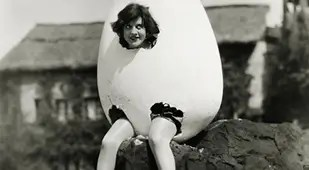 https://i1.wp.com/all-that-is-interesting.com/thumb/309.170.http://all-that-is-interesting.com/wordpress/wp-content/uploads/2013/08/odd-photos-egg.jpg