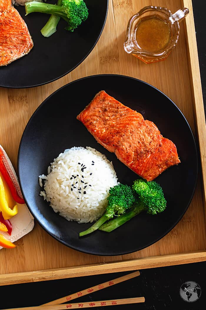 Salmon fillets are pan-fried and drizzled with Chinese-style dressing.
