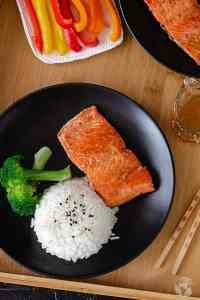 Quick and Easy Chinese Pan-Fried Salmon | allthatsjas.com
