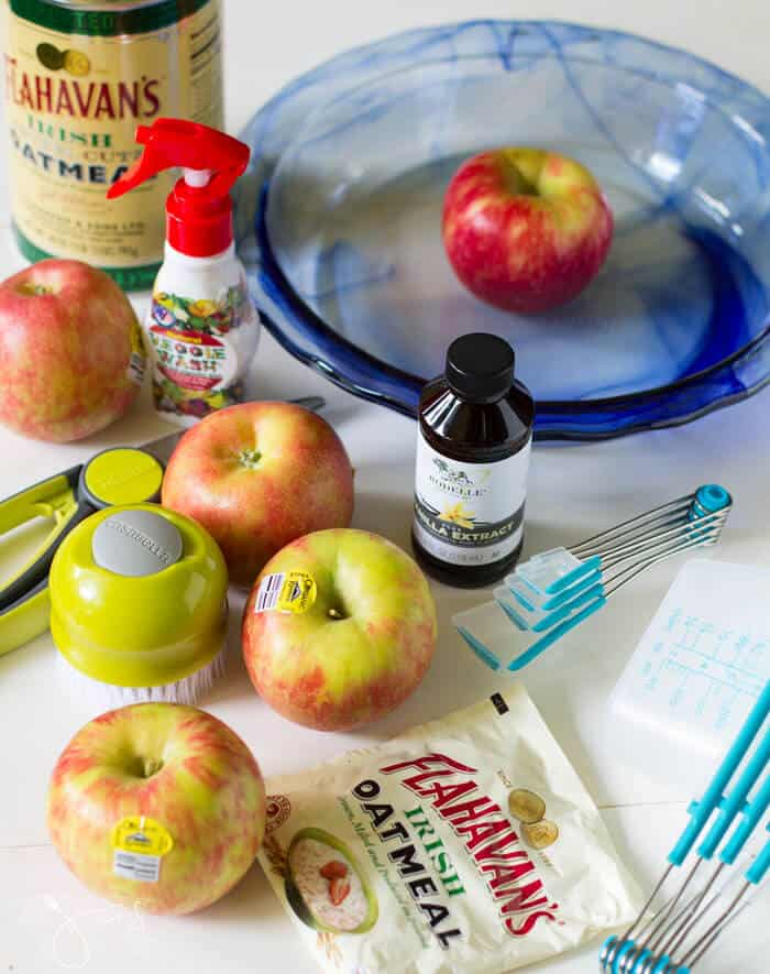 Ingredients for apple pie with oatmeal