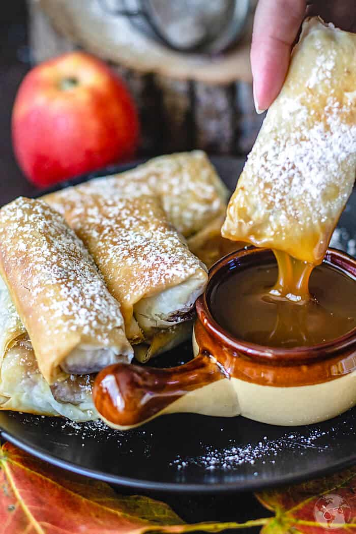 Scrumptious Swedish apple pie fillo rolls are fried crispy layers of fillo sheets with a wonderful and easy apple pie filling. AD   allthatsjas.com   #fillopastry #recipeofthemonth #fried #apples #snack #Thanksgiving #fall #autumn