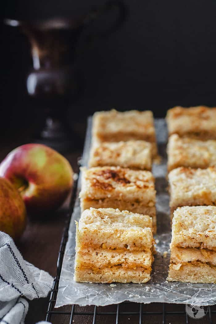 Delicious recipe for Croatian apple cake with semolina.