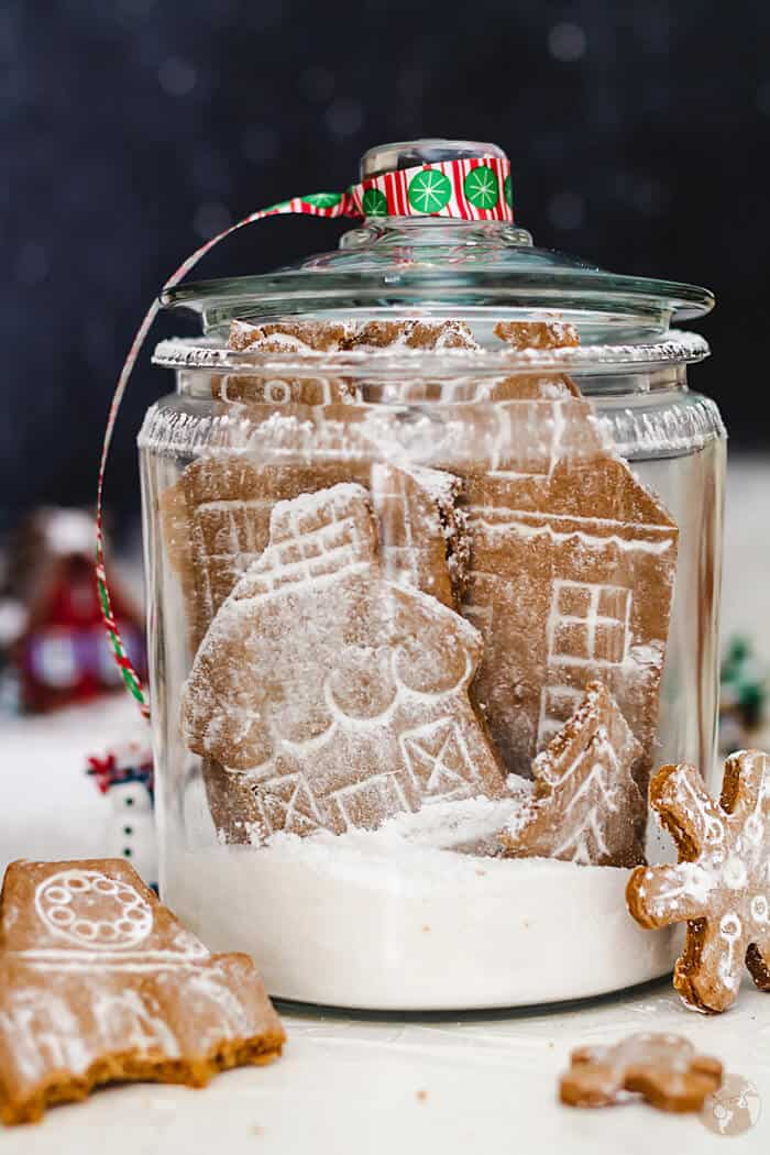 Fill your house with the best-ever aroma with this spicy German Gingerbread Cookie Village with an easy recipe and a FREE template!   allthatsjas.com  