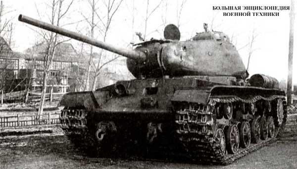 Опытный образец танка КВ-85 (объект 239)после испытаний обстрелом. Челябинск, ноябрь 1943 года.