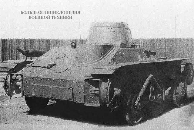 Вид справа сзади опытного танка  Т-43-1 конструкции Опытного завода имени Кирова на колесном ходу. Ленинград, весна 1935 года. Хорошо видна конструкция звездочек с лопастями и направляющего механизма для плавания танка