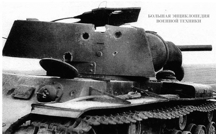 Единственным средством борьбы с танками КВ явилась 88-мм зенитная пушка FlaK 36. На фото КВ-1, уничтоженный огнем этого орудия.