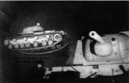 Кадр кинохроники — танк КВ-220 с башней от КВ-1. Кировский завод, октябрь 1941 года.