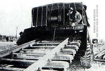 Путевой разрушитель M46 Rapid Railway Destructor («Скоростной разрушитель железных дорог») в действии