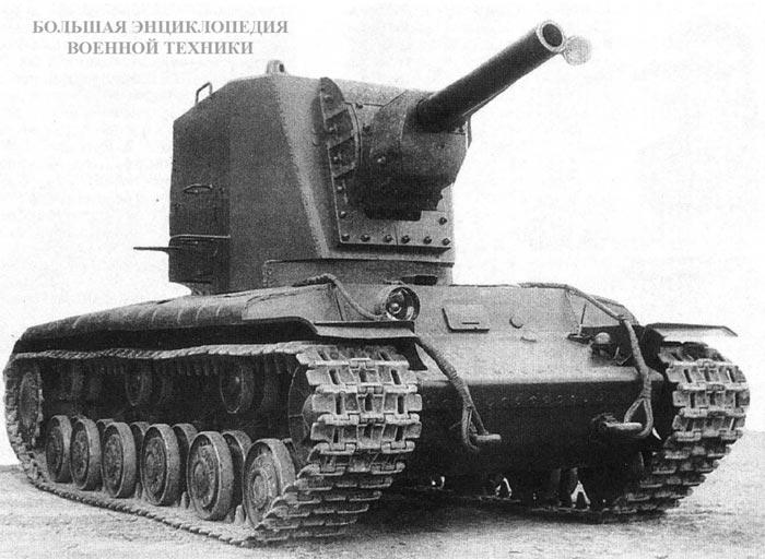 Танк У-3 перед испытанием стрельбой. Кировский завод, февраль 1940 года. На стволе гаубицы смонтирована крышка для защиты от попадания внутрь осколков и пуль. Перед отправкой на Карельский перешеек эта крышка была демонтирована.