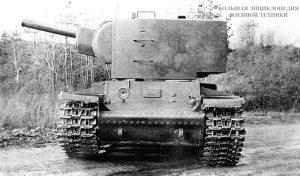 Танк У-7 с установленным на нем первым образцом «пониженной» башни для 152-мм гаубицы перед прохождением испытаний. Вид спереди. Сентябрь 1940 года.