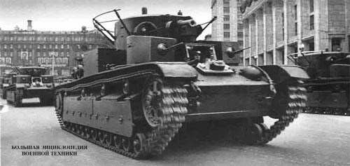 Т-28 во время участия в параде на Красной площади в Москве