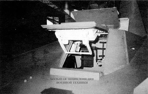 Рубка механика-водителя с открытыми смотровым и посадочным люками