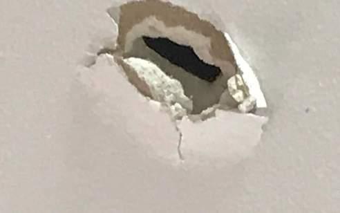 קליע שנורה מעזה חדר ביום ה' לדירה בנתיב העשרה – נזק קל נגרם למבנה