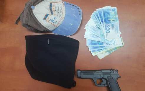 שוד מזויין בבנק דואר בירושלים: בלשי המשטרה הפתיעו חשוד ששדד באיומי אקדח אלפי שקלים