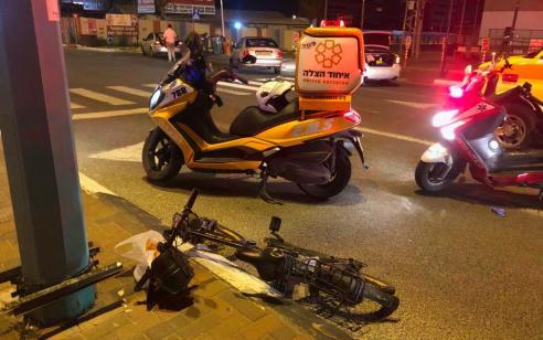 רכבה על אופניים חשמליים והתנגשה בעמוד – מצבה בינוני