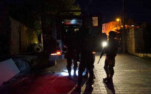 הלילה נעצרו תשעה מבוקשים ונתפסו נשקים